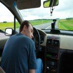 Làm gì để không ngủ gật khi lái xe