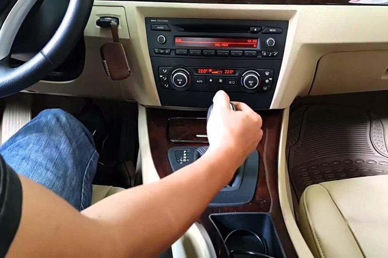 lái xe số tự động đúng cách