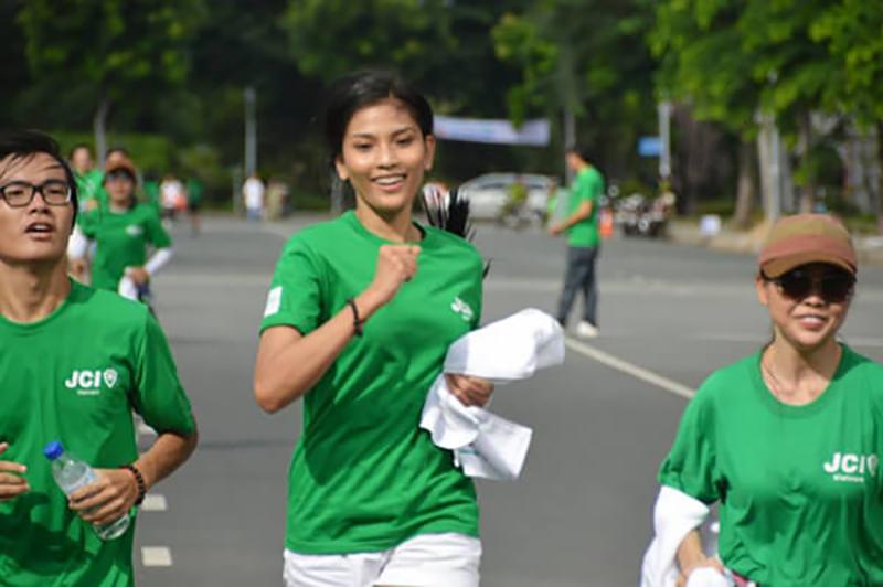 áo thun đồng phục nhóm thích hợp cho các hoạt động thể thao tập thể